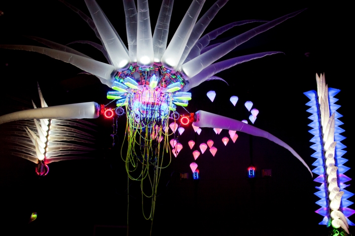 Giant-Inflatable-Sculptures-Art-Technolgy-Shih-Chieh-Huang-Reusable-Universes-The-Underground-Circuit